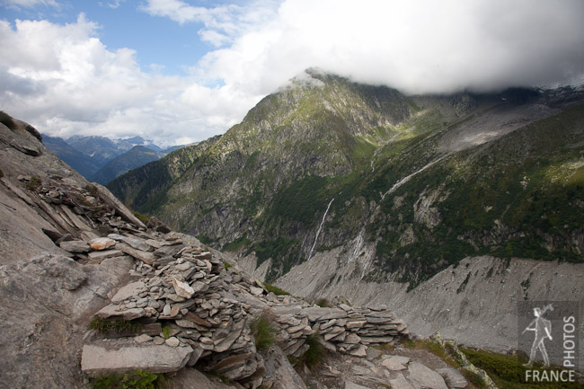 Hiking path above the mer de glace