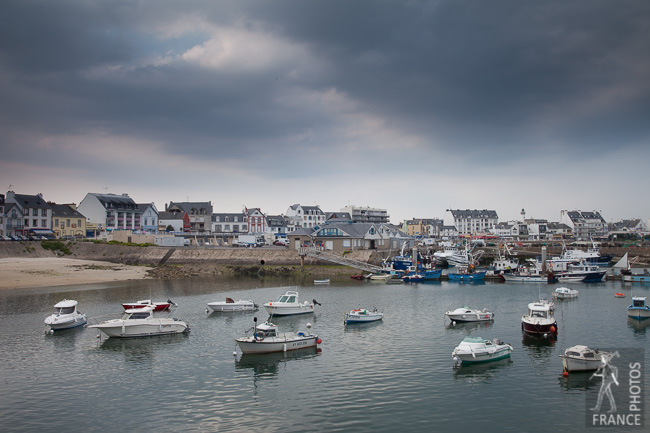 Dark clouds over the Quiberon harbor