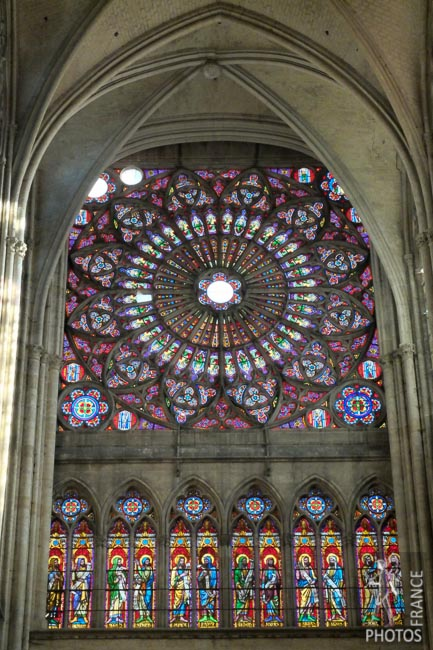 Side rose window
