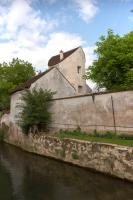 Crecy la Chapelle fortified building