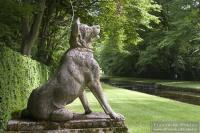 Courances dog statue