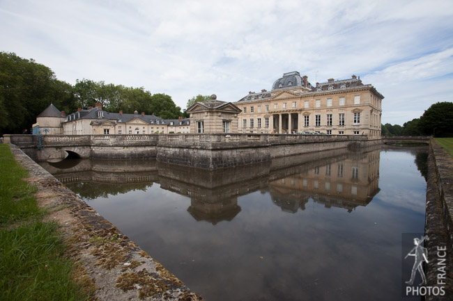 Mirroring the château