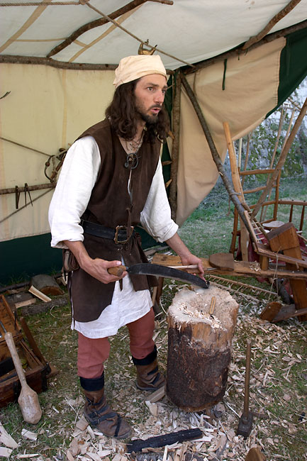 Medieval woodworker provins france in photos for Artisan france fenetre