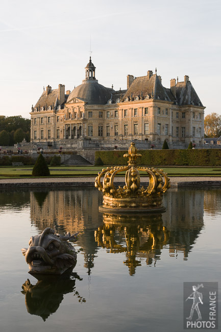Vaux le Vicomte crown basin