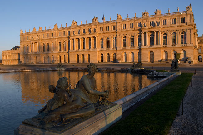 The palace of Versailles at sunset