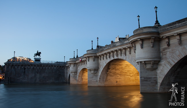 Pont neuf at dusk