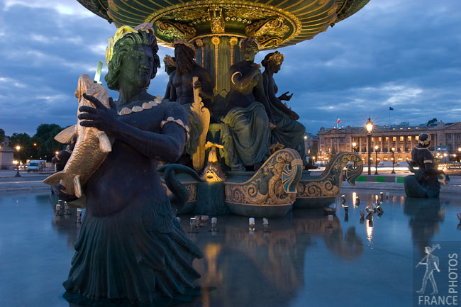 Still fountain at the Place de la Concorde