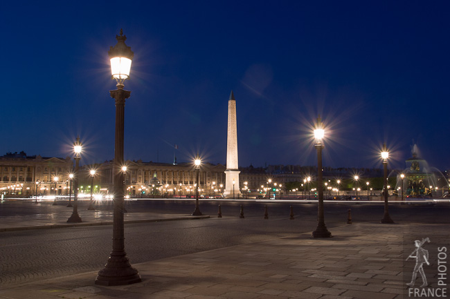 Concorde square obelisk at night