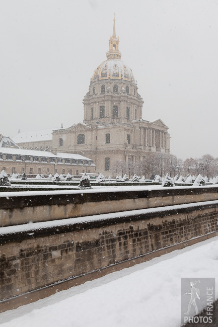 Snowfall over the Invalides