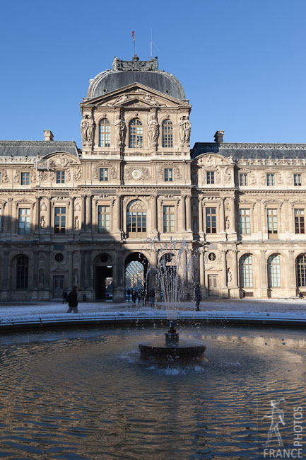 Louvre inner courtyard fountain