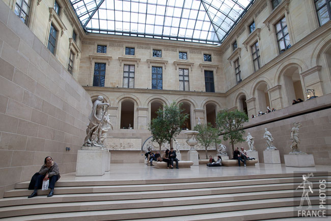 Cour puget louvre france in photos for Interieur france