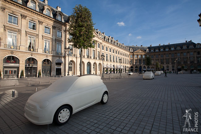 Fiat 500 sculpture place Vendôme