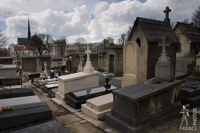 Alley in the Père Lachaise