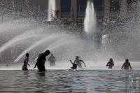 Bathing in the Trocadero fountains