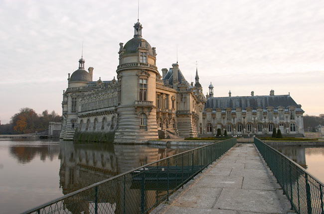 Footbridge to the Chantilly castle